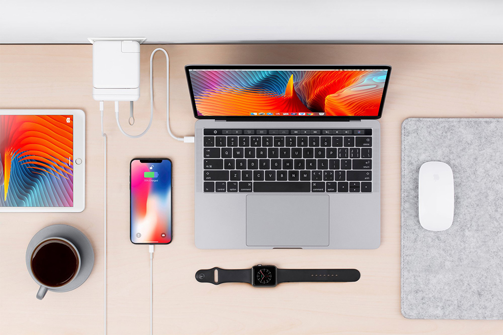 "HyperDrive USB-C Hub for 15"" MacBook Pro 87W Power Adapter"