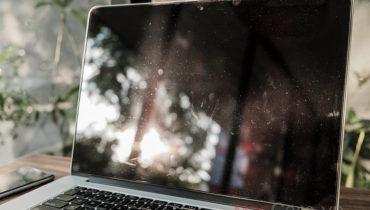 Dán màn hình Macbook Pro 15inch sau 5 năm sử dụng sẽ như thế nào?