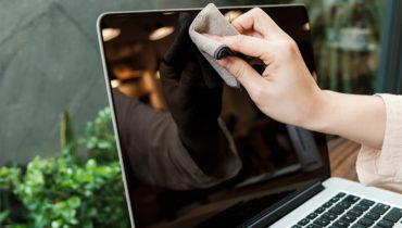 Vệ sinh màn hình MacBook đơn giản đến bất ngờ