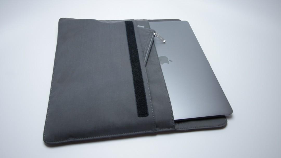 đánh giá túi tomtoc Envelope Sleeve