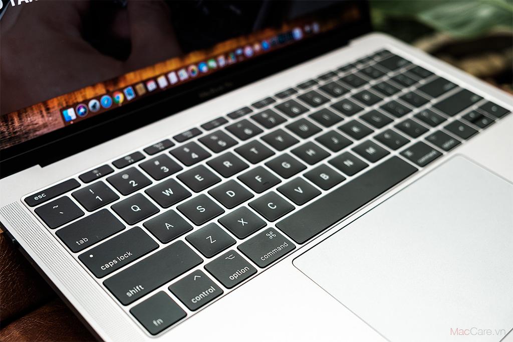 lỗi bàn phím cánh bướm ở macbook pro