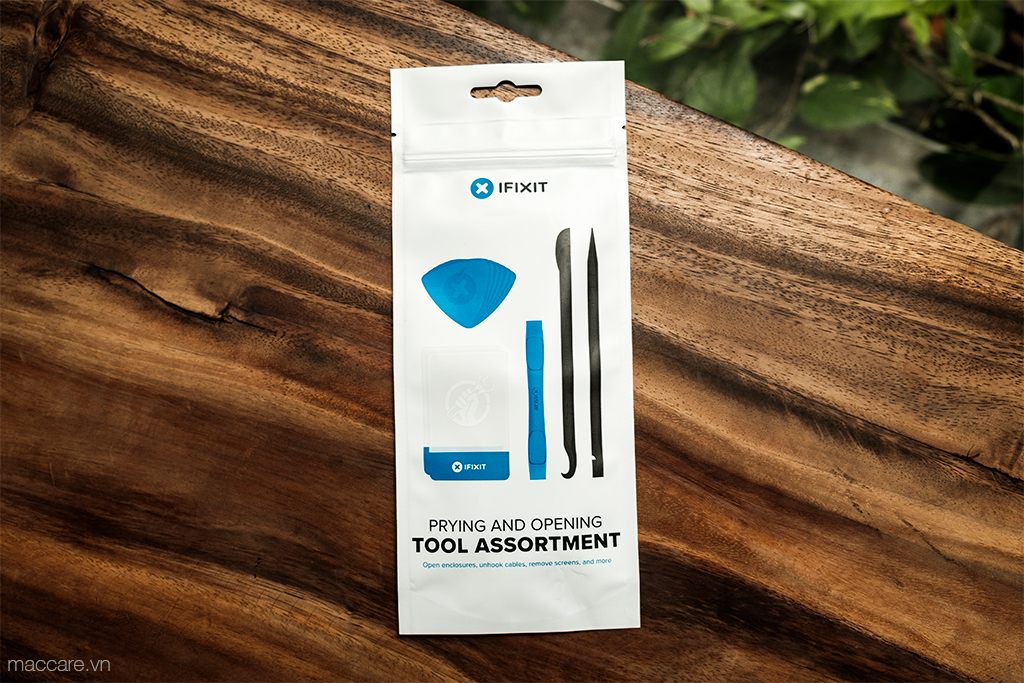prying and opening tool assortment