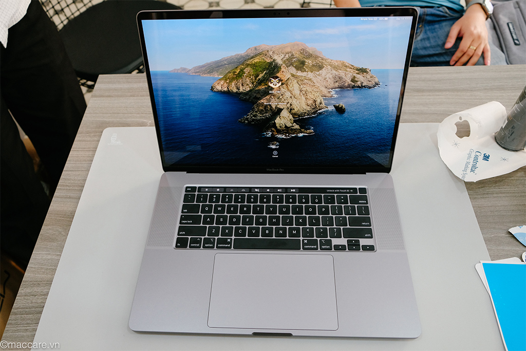 macbook pro 16inch gray