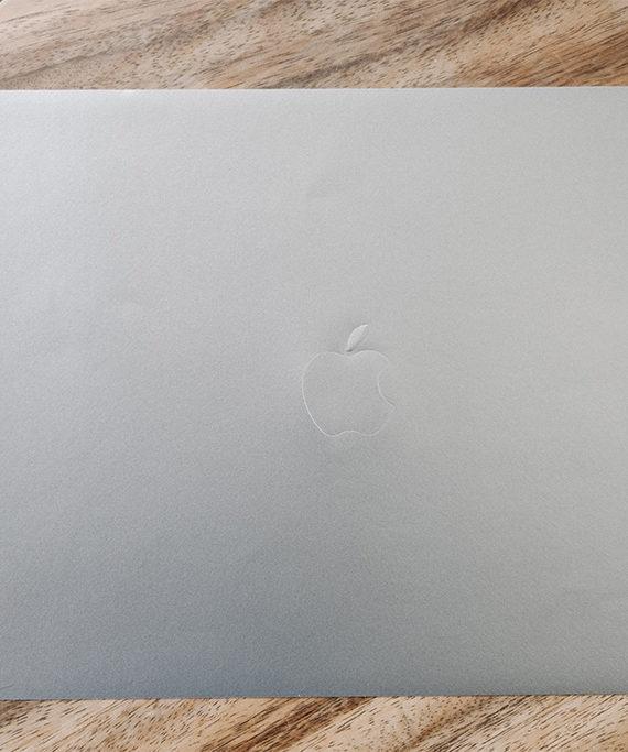 miếng dán mặt trên macbook pro 2020