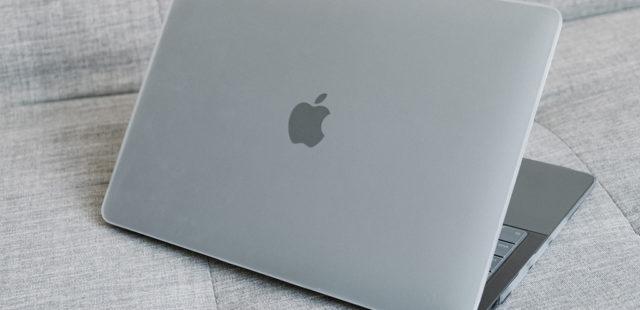 Ốp Macbook Air 2020 13inch màu Matte Clear gần như trong suốt