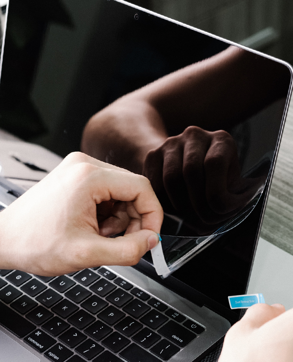 dán màn hình macbook m1